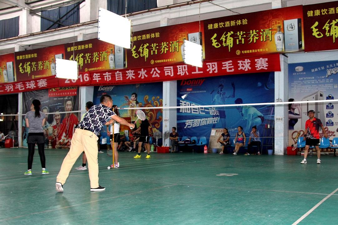 公司职工羽毛球赛今日开拍